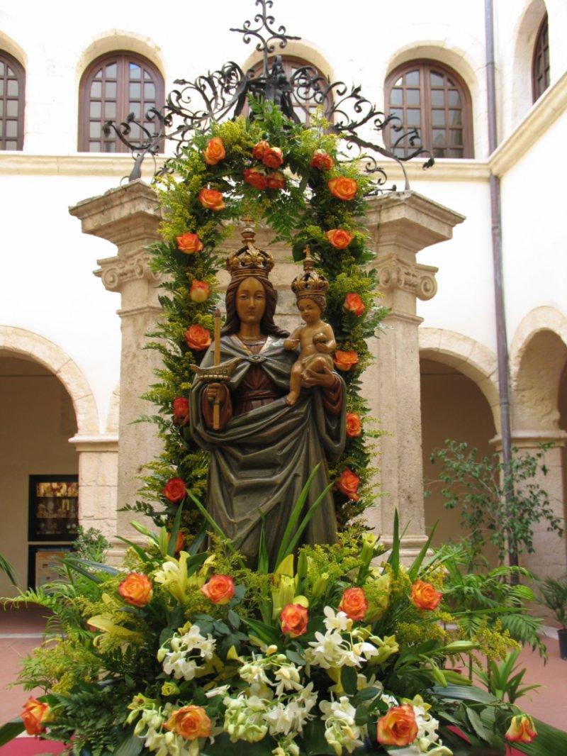 Statua della Madonna di Bonaria dopo la processione