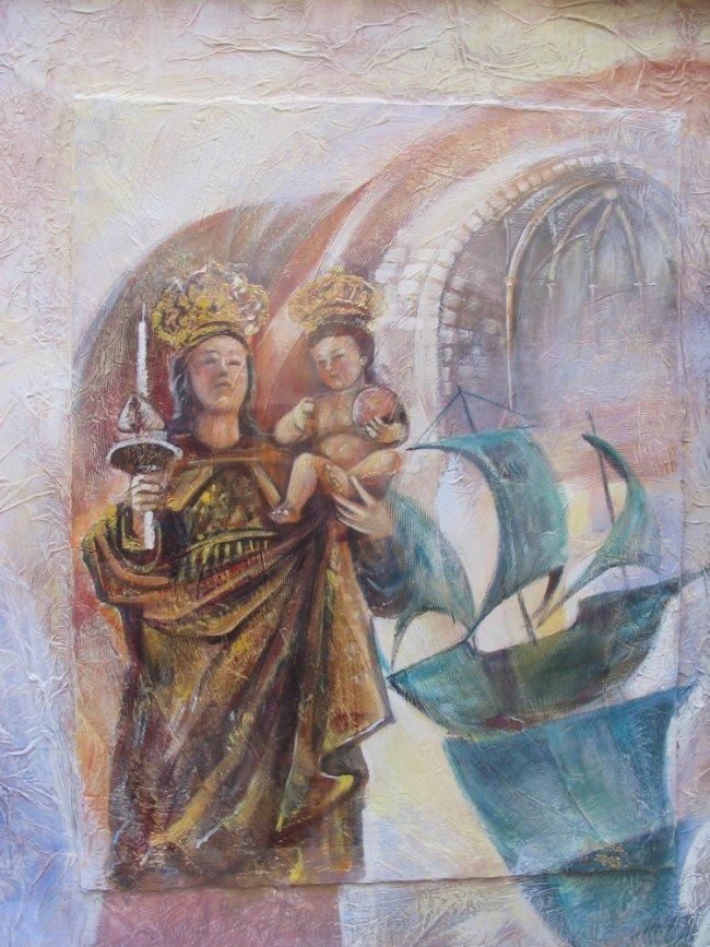 La Moadonna di Bonaria (a sinistra) e la nave (a destra), che rassomiglia alla scultura presente nella piazza davanti alla Basilica